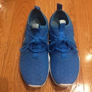 Nike juvenate sneakers sz 6